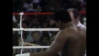 Muhammad Ali v foreman ( Forman keeps muhammad ali waiting in ring and pays for it)