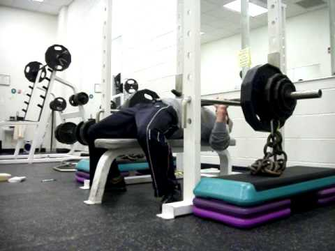 closegrip rack bench press with chains