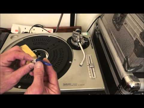 MAINTAINING  A VINYL TURNTABLE HOW TO KEEP IT CLEAN AND WORKING IN TIP TOP CONDITION