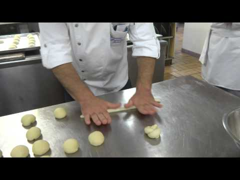 How to shape knot rolls