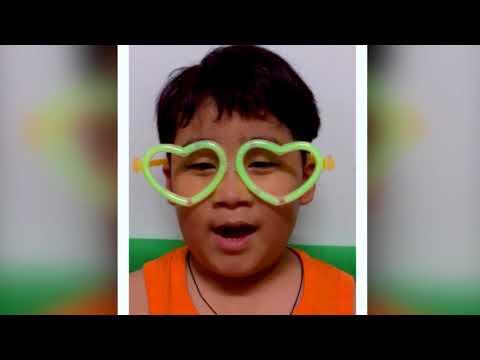 Nepali boy reading Chinese 😍