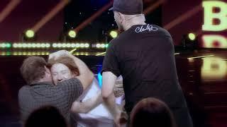 Asta este cea mai emoționantă scenă la iUmor. Fratele mai mare  l-a luat în brațe și l-a pupat