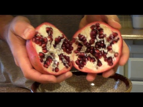 The fastest and easiest way to eat, take seeds out of a pomegranate with no bowl of water