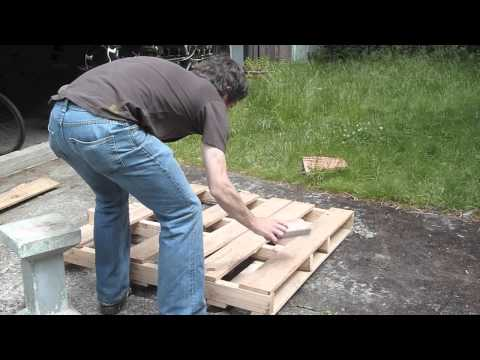 How to dismantle a pallet without splitting it, without special tools, and recover the nails