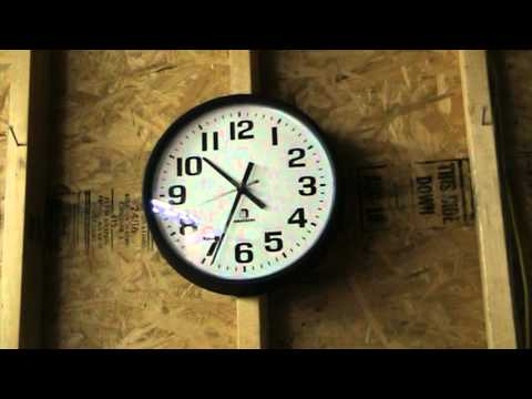 Self Setting Clock Sets Itself