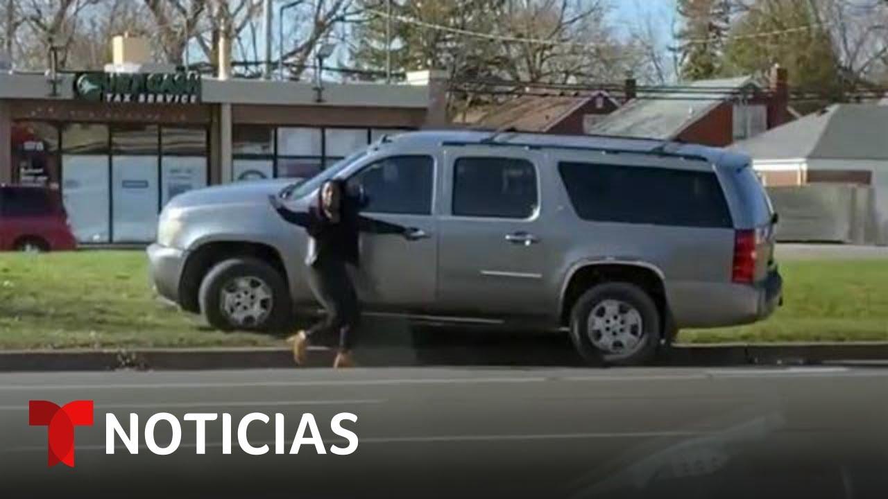 En video: Una camioneta sin conductor retrocede en círculos fuera de control | Noticias Telemundo