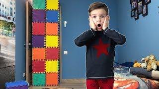 Download Стена из кубиков - разноцветных пазлов. Чем ее разбить? Видео для детей. Video