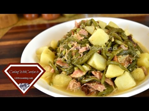 Green Beans & Potatoes with Smoked Turkey Wings Recipe |Holiday Series |Cooking With Carolyn