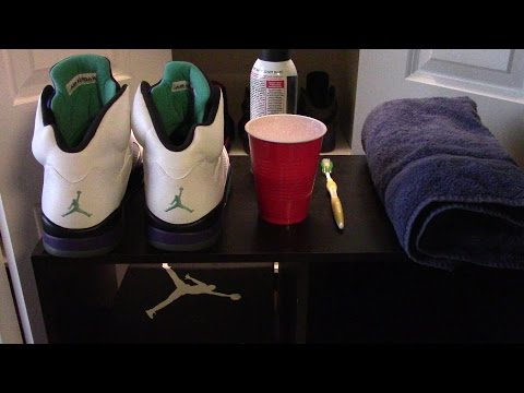 The BEST AND EASIEST WAY To Keep Your Icy Soles From Yellowing - Keep Em' Clean, Volume 1
