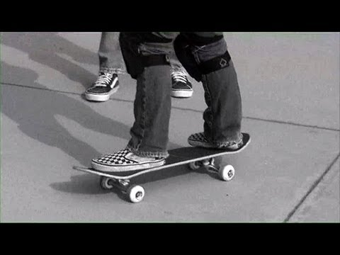 How to find your stance on a skateboard? - Learn To Ride A Skateboard (Chapter 3 of 7)