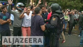 Catalonia referendum: Voters confront police in Barcelona