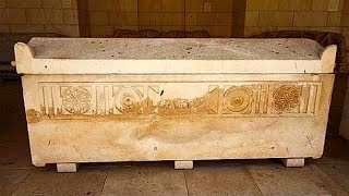 800 млн. лет девушка пробыла под землёй в неизвестной жидкости. Открытие саркофага поразило всех!
