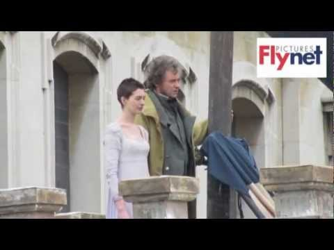 Hugh Jackman and Anne Hathaway sing in Les Misérables