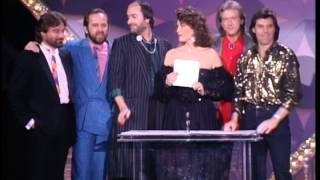 Download ″Highway Man″ Johnny Cash Willie Nelson Win Single Record of the Year - ACM Awards 1986 Video