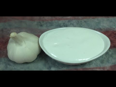 garlic sauce/toum, also called zeit and toum (oil and garlic)