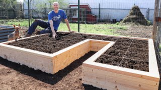 How to Maximize Your Yield, 3 Space Saving Techniques in ONE Raised Bed Garden!