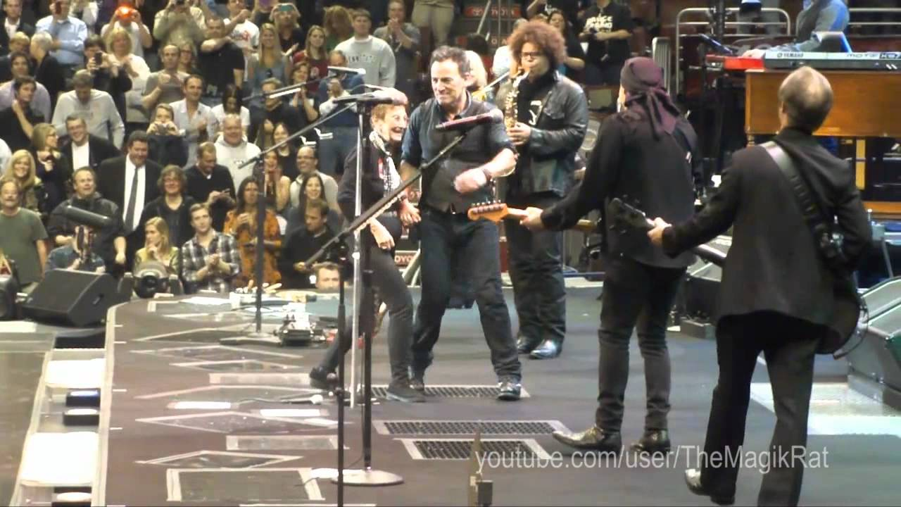 Bruce Springsteen & his mom dancing & singing - Philadelphia March 29, 2012