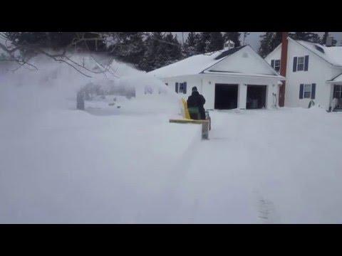 Blowing snow IH Cub Cadet 782 Demonstration QA42B