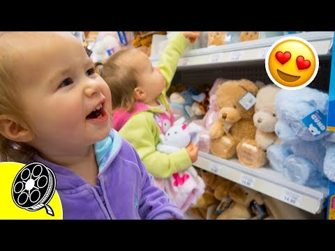 👭 Twins pick Baby Sister's First Gift 🎁