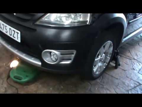 Citroen C3.Cambiar aceite de motor y filtro de aceite. Video 12 de 20. Change engine oil.