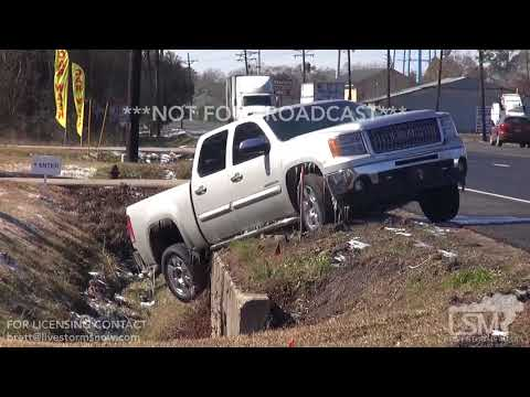 1-17-2018 Baton Rouge, La Icy roads has cars sliding around, wrecks pipes busted