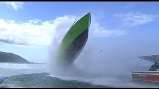 Wave hits boat - Accident at Teahupoo