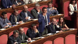 Crisi di governo, Matteo versus Matteo: lo scontro aperto in aula tra Renzi e Salvini