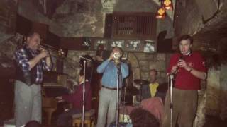 Jan Wouter Alt pays a tribute to Jan Morks playing I left My Heart in San Francisco. Recorded januari 1991. Jan Morks played this tune with this band in 1980 during the 35th anniversary of the Dutch Swing College Band, of which a video recording exists.