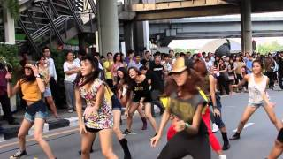 Jennifer Lopez: Flash Mob  Thailand 2012