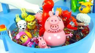 Download Игрушки из мультиков играют в аквапарке Video