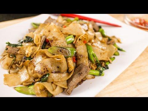 Pad See Ew Recipe ผัดซีอิ้ว - Hot Thai Kitchen