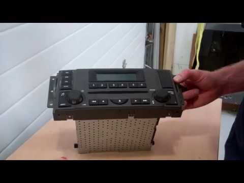 Video showing how to change the fascia on a Land Rover Discovery 3 CD/Radio