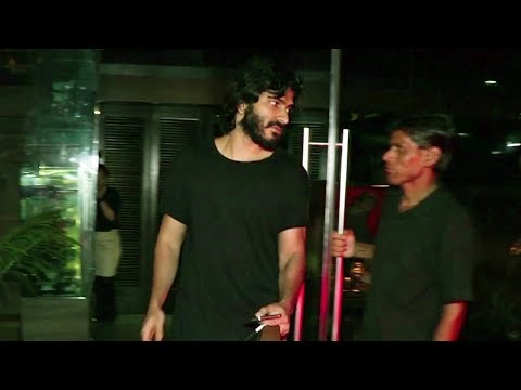 Harshvardhan Kapoor's Rude Behaviour With The Photographers #Spotted