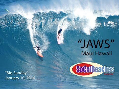 Surfing Pe'ahi