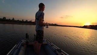 Рыбалка на окуня и щуку. Рыбалка вечером на пруду. Рыбалка летом на спиннинг.