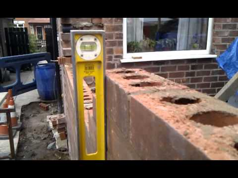 how to level and plumb a brick corner