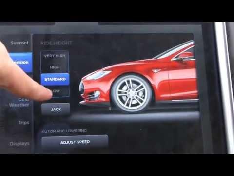 Tesla Model S normal vs low suspension at 160 kph/100 mph