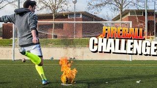 BALON ARDIENDO CHALLENGE CON YOUTUBERS!! Reto de Futbol DE FUEGO  [bytarifa]