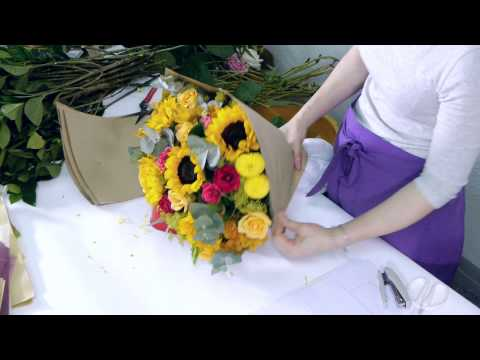 How to arrange an Enchanted Roses and Sunflowers Bouquet