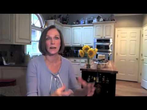 Are Organics Healthier    Kathleen Zelman    UHC TV
