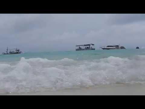 Nusa Lembongan beach waves crashing