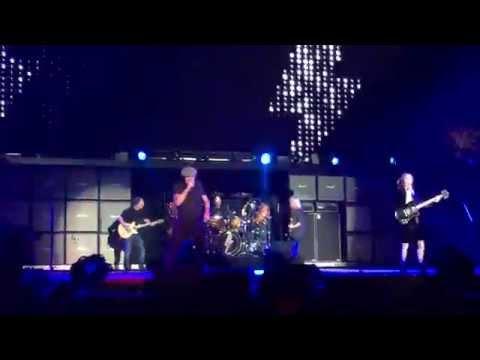 AC/DC - Thunderstruck (Front Row @ Coachella 2015 Weekend 2)