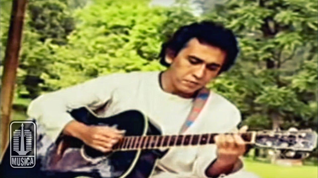 Download Iwan Fals - Kumenanti Seorang Kekasih (Official Music Video) MP3 Gratis