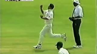 মাশরাফির ৩ উইকেট [১ম ইনিংস, পাকিস্তান-বাংলাদেশ ১ম টেস্ট, করাচি, ২০০৩]