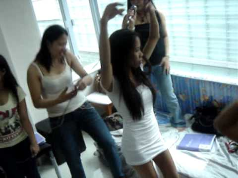 Philippines workers in Hong Kong enjoy holiday.