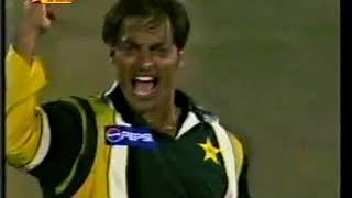 Shoaib Akhtar on Hat-trick - CLEAR LBW NOT GIVEN - Vs New Zealand at Dunedin 2001