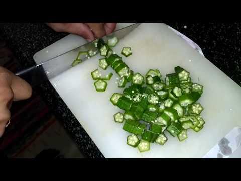 How to cut ladies finger or Ventakkai or bhendi quickly - Cutting Skills 1