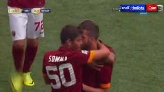 هدف بيانيش الخرافي من نصف الملعب في مباراة روما ضد مانشيستر يوناتيد.