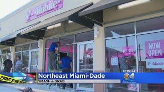 Smash & Grab Thieves Hit T Mobile Store