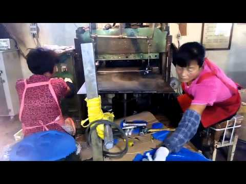 Three grip rubber cast weight plate making video  0.98usd/kg